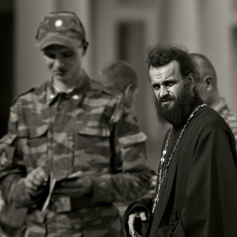 солдат, священник Служивыеphoto preview