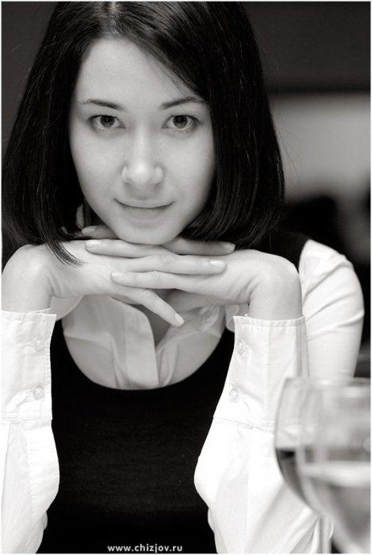 портрет девушка Девушка на против..photo preview