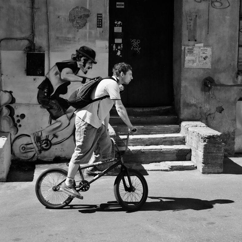 велосипедист, стенсил, графити, ангел, хранитель photo preview