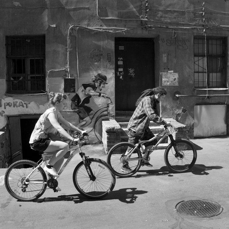 велосипедисты, , , стенсил, , , графити, , , ангел, , , хранитель photo preview