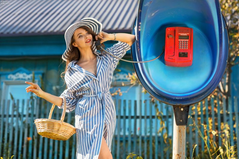 полоска, таксофон, телефон-автомат, дачница, пинап, ретро, девушка пинап, болтушка, шляпка, деревня Полосатая история фото превью
