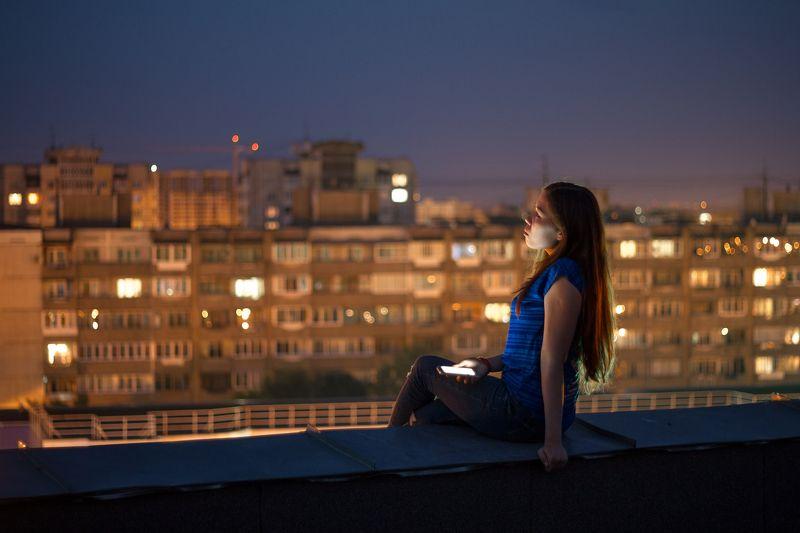 люди человек крыша ночь руфер В ожиданииphoto preview