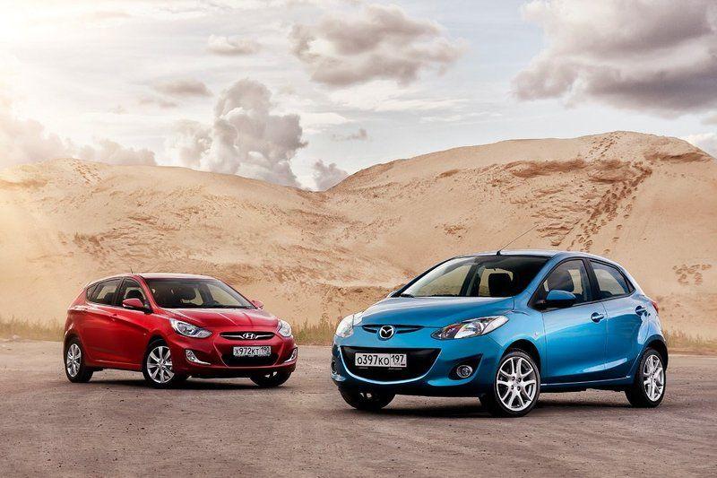 автомобиль, авто Mazda 2 и Hyundai Solaris. Staticphoto preview