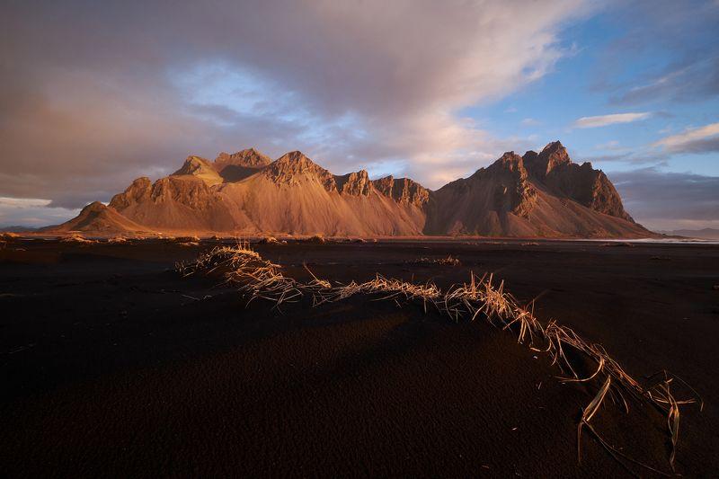 iceland,frozen,glacier,lake,winter,bird,forms,stokksnes,mountain,sunset,sunrise Stokksnesphoto preview