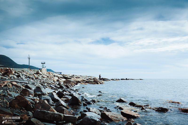 Рыбак на камняхphoto preview