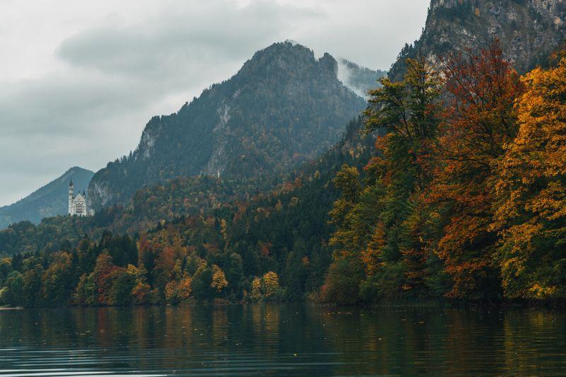 горы; озеро; замок; осень Утопающий в осени...photo preview