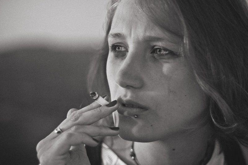 грусть и сигареты..photo preview