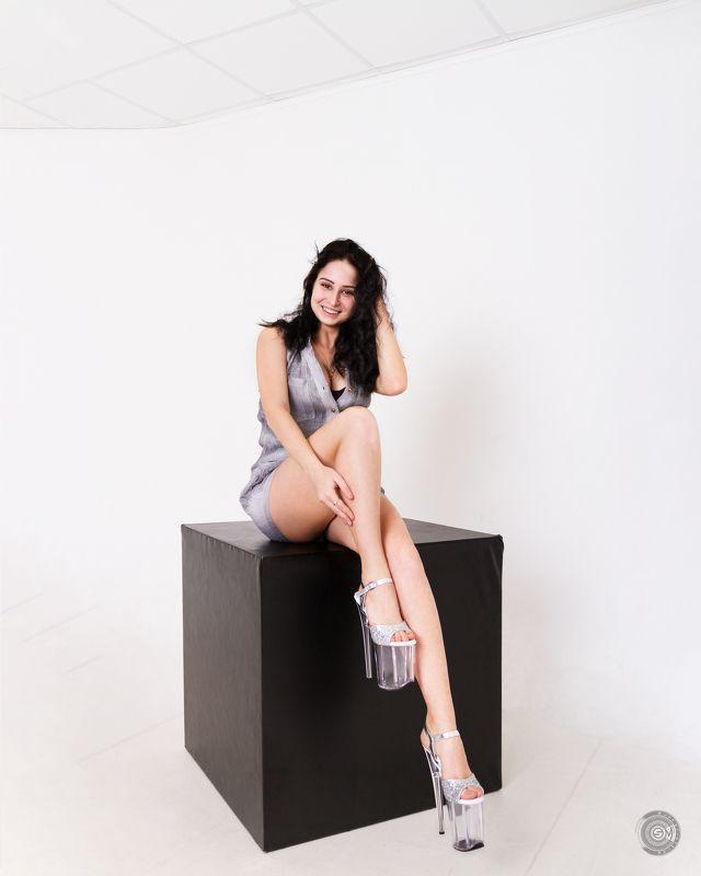 куб, девушка, портрет, белое, студия photo preview