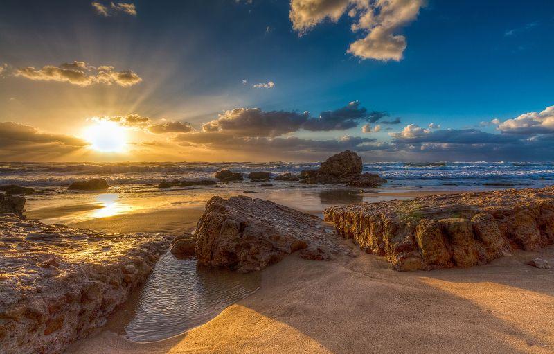Шепот волн и блеск закатаphoto preview