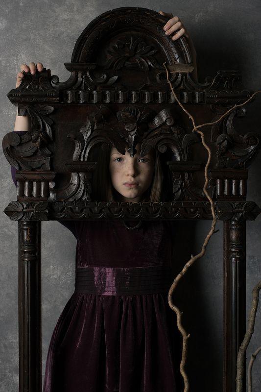 portrait, girl, child, dark, photo, grange, vintage, leaves, autumn Маринаphoto preview