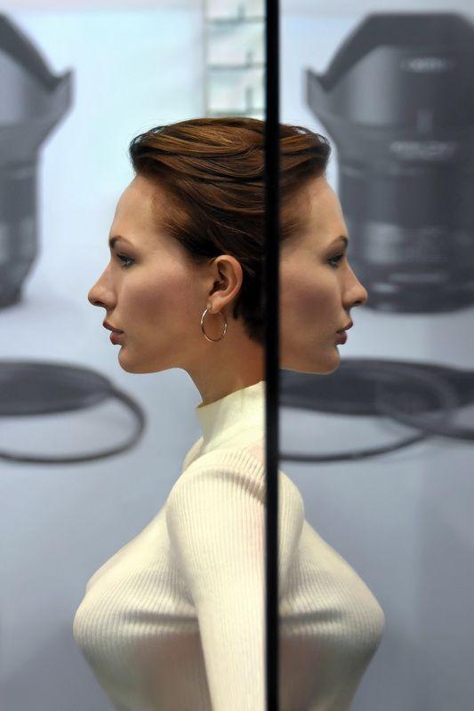 woman, mirror, reflection, exhibition, paris, salon, photo, face, double, portrait, spontaneous, profile Janusphoto preview