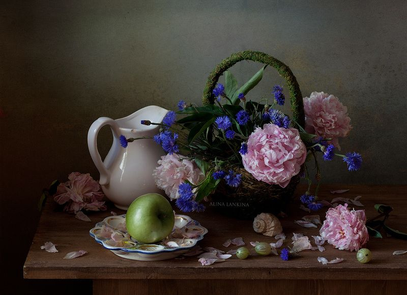 натюрморт, цветы, пионы, васильки, лето, композиция, свет, цветение, грусть, настроение ***photo preview
