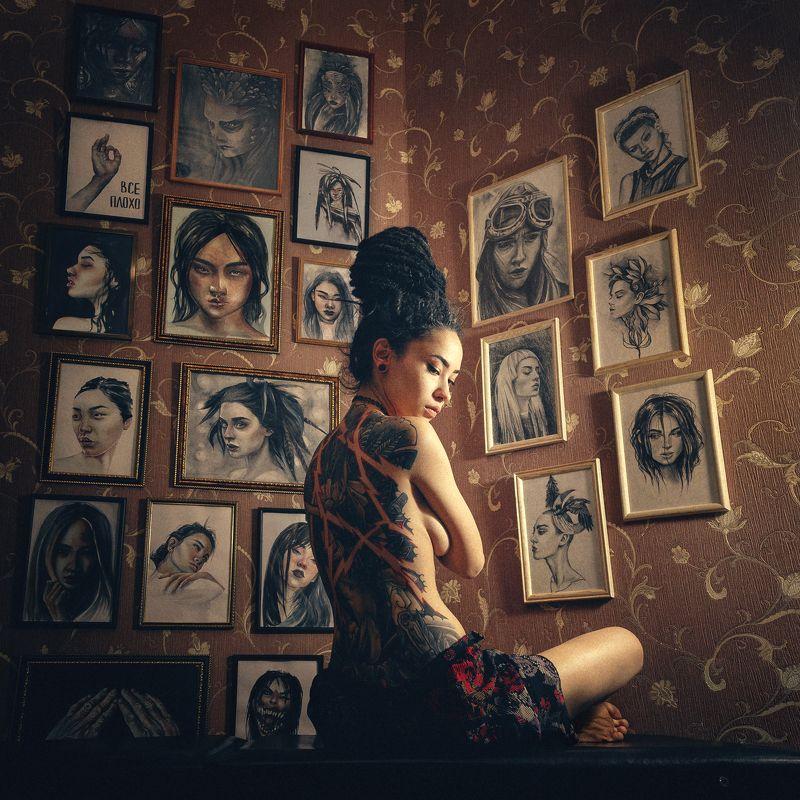 girl model tattoo artist nude drawing light darkness loneliness silence topless Russia dreadlocks девушка модель тату художник ню рисунок свет темнота одиночество тишина топлес Россия дреды Concentrationphoto preview