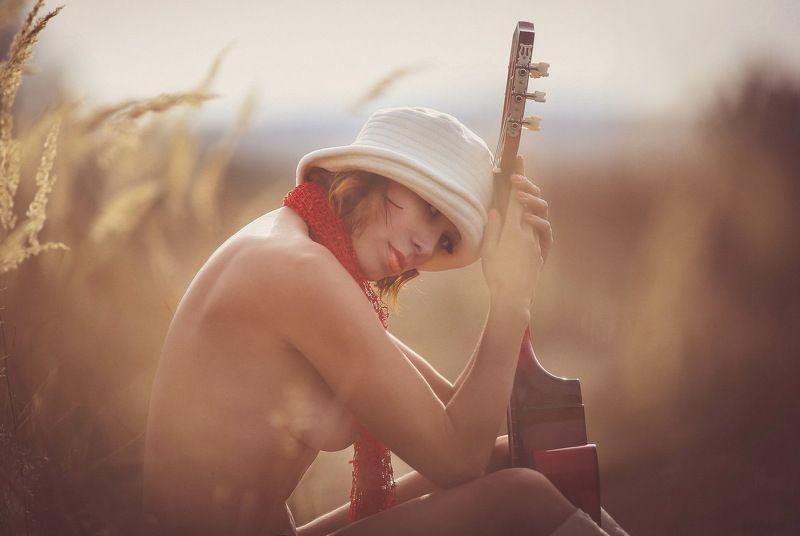 лес, девушка, ню..лето Гитарными струнами нежно скользя...photo preview