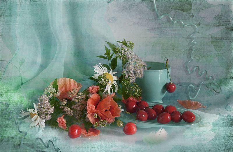 натюрморт лето вишни маки бирюзовый Пару глотков летаphoto preview