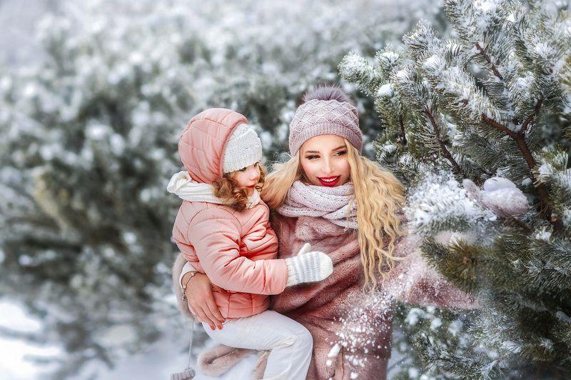 зима,зимняя сказка,снежная зима,зимняя фотосессия,зимняя прогулка,арт,картина,мама и дочь,портрет,семья,зимняя съёмка,снег идёт Зимняя сказкаphoto preview