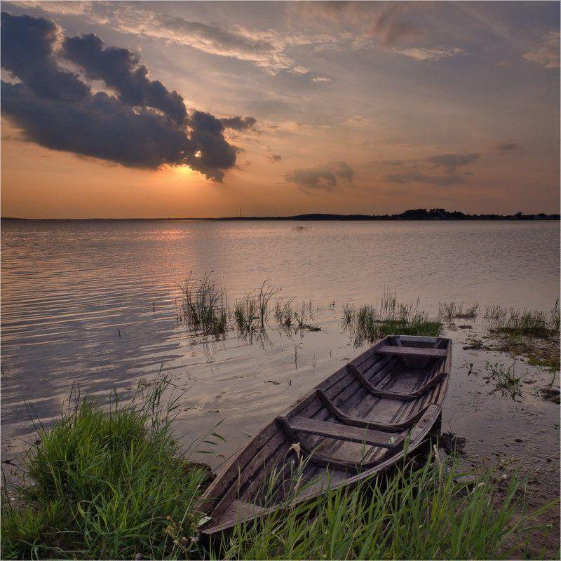 лодка, закат, озеро, облака, небо Про лодкуphoto preview