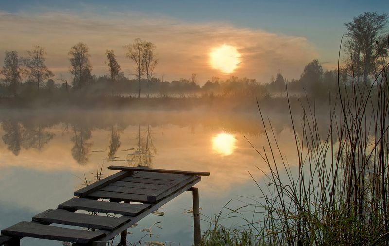 утро, рассвет, свет,  вода, берег, озеро, солнце, мостик В ожидании нового дняphoto preview
