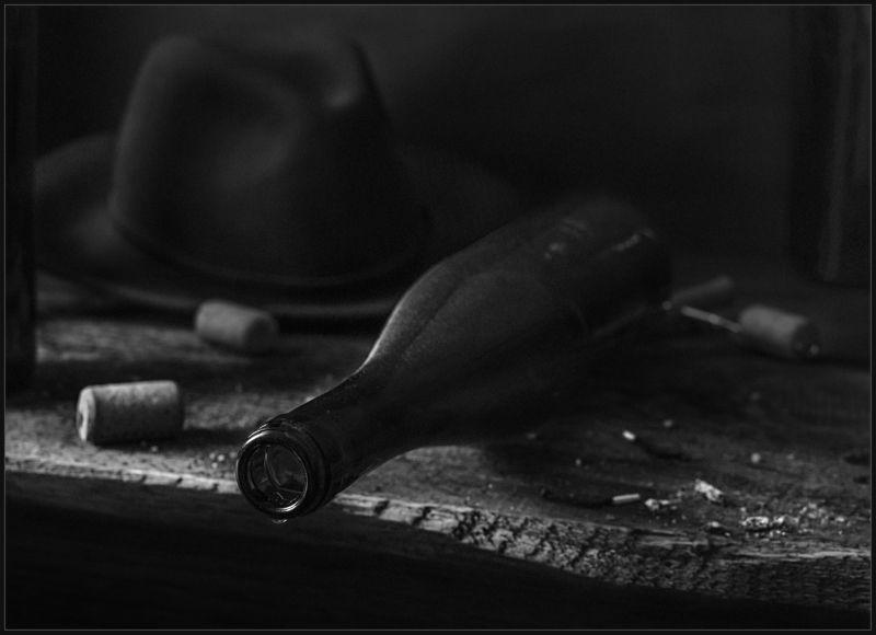бутылка, шляпа, натюрморт Дноphoto preview