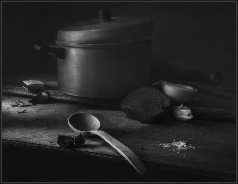 ложка, хлеб, лук, кастрюля, натюрморт ***photo preview