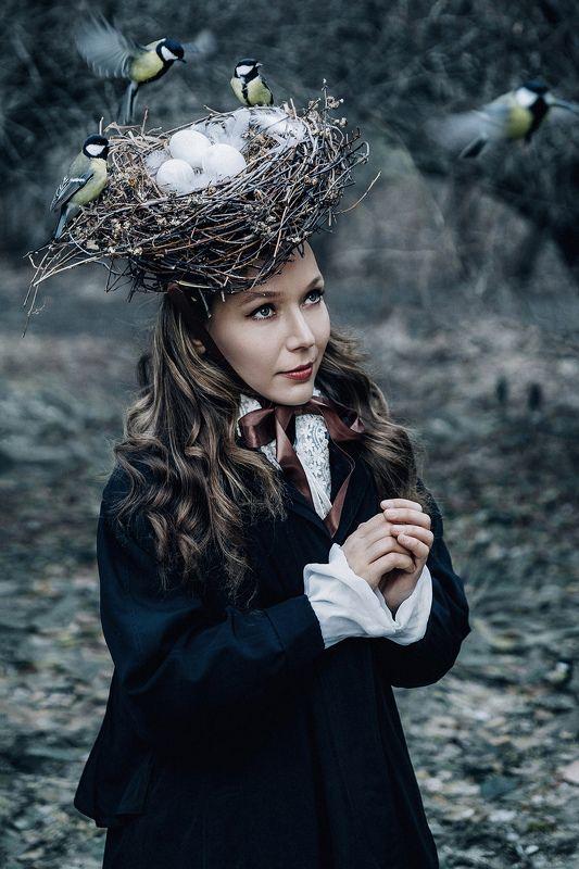 портрет, девушка, модель, парк, картина, гнездо, классика, сюр, синица, птица, шляпа, яйцо Гнездо.photo preview