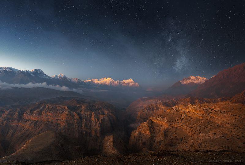 верхний мустанг, непал, nepal, upper mustang, landscape, mountains, milky way, nightsky Очень раннее утро над горами Непала.photo preview