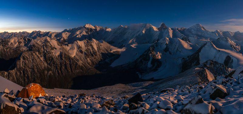 горы, ночь, лунный свет, хребет сарыджаз, тянь-шань, палатка, вершина Хребет Сарыджазphoto preview