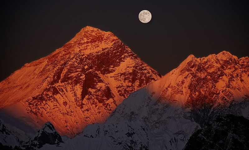 эверест, джомолунгма, закат, полнолуние Эверест. Закат в полнолуние.photo preview