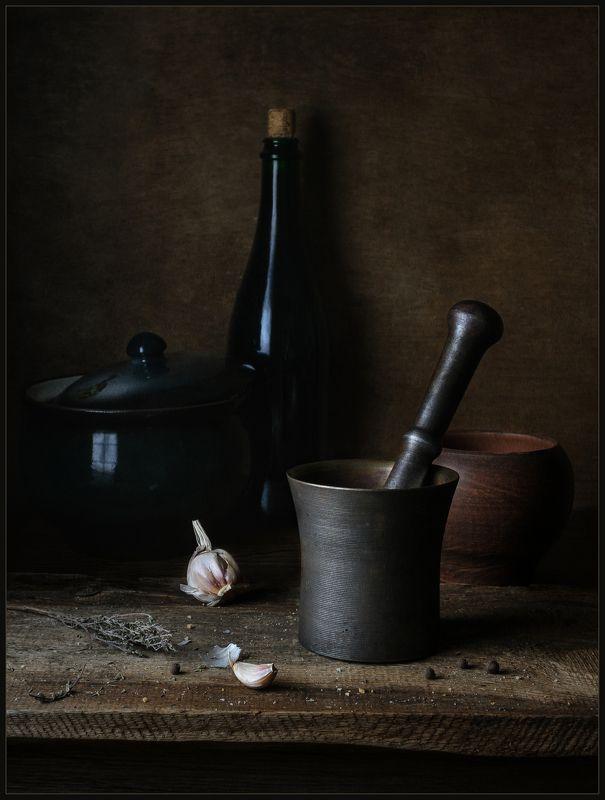 ступка, чеснок, горшок, бутылка, натюрморт ***photo preview