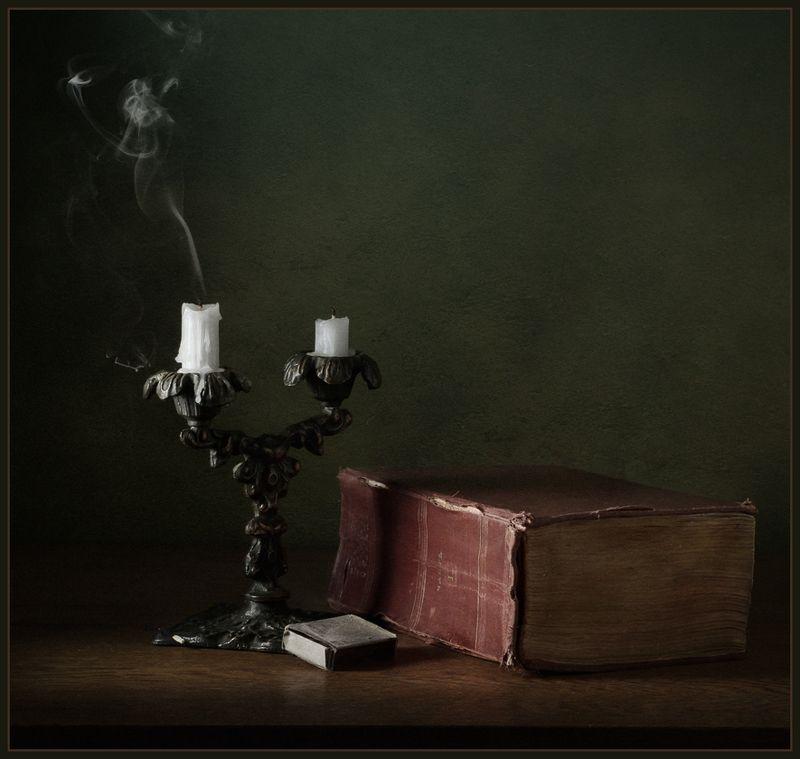 натюрморт, книга, подсвечник, свечи, спички ***photo preview