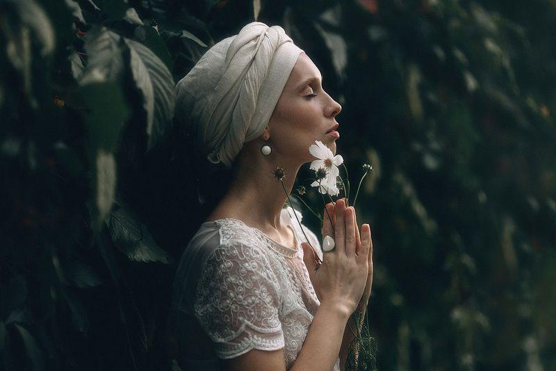 Портрет, женский портрет, цветы, девушка с цветком photo preview