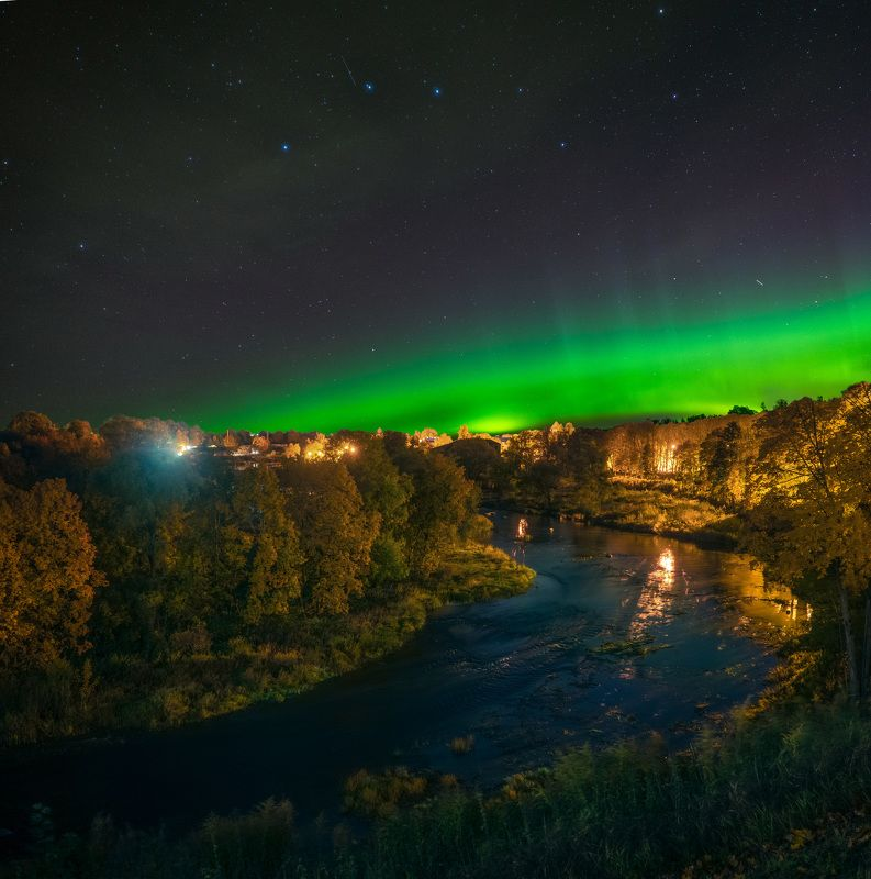 auroraborealis autumn gold mood river  Gold and greenphoto preview