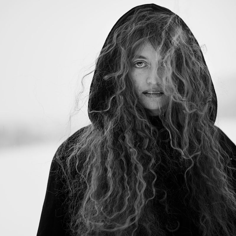 woman, eye, eyes, witch, wizard, winter, cold, snow, wind, hair, long hair, black&whitw, b&w, bw photo preview