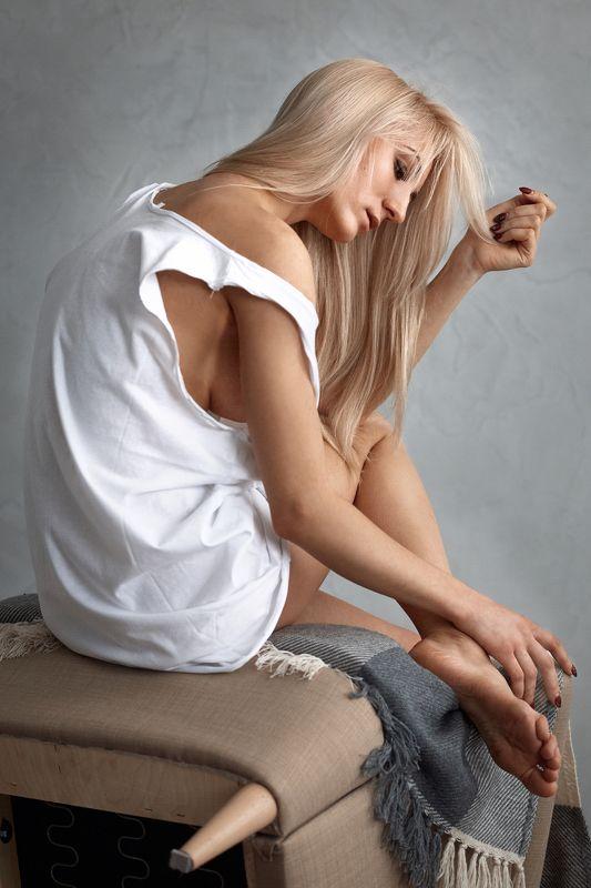 Лиза, портрет. стена. кресло Лизаphoto preview