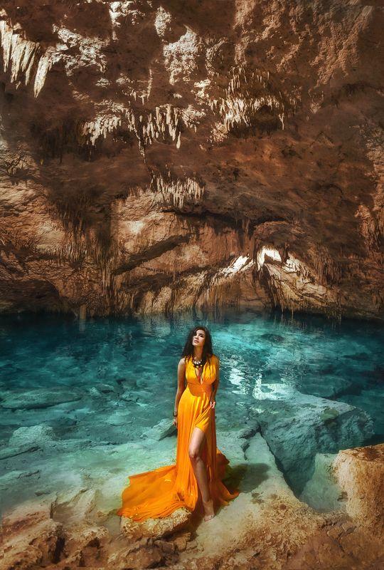 сенот,вода,мексика,пещера,сталактиты ,девушка,портрет,бирюза,озеро бирюзаphoto preview