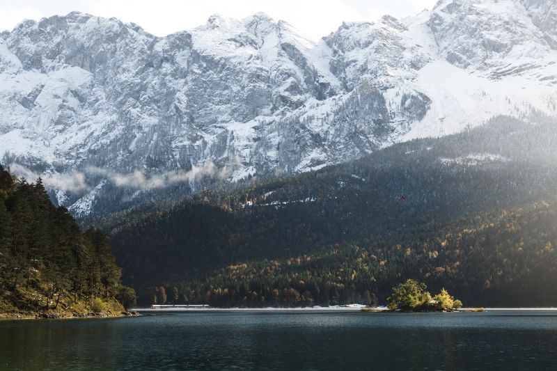 горы; лес; осень; озеро Выше небаphoto preview