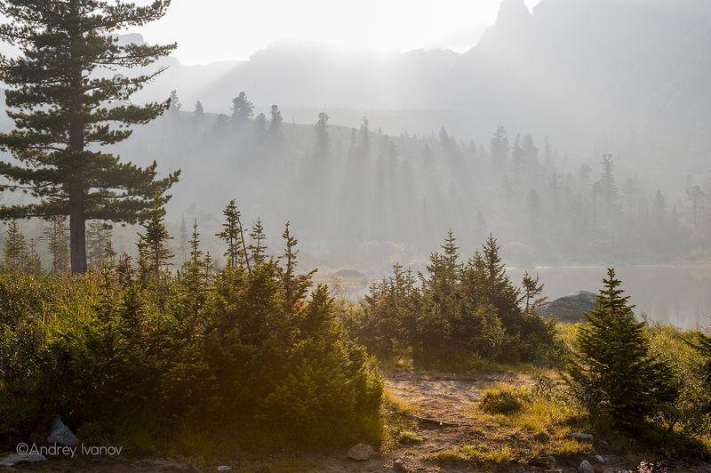 пейзаж природа ергаки озеро радужное туман утро Туманное утроphoto preview