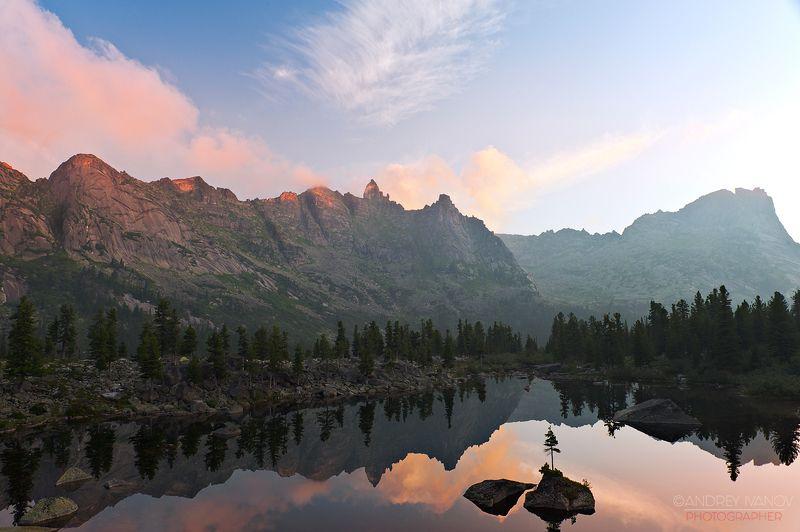 пейзаж, природа, ергаки, озеро, художников, утро Утро на озере Художниковphoto preview