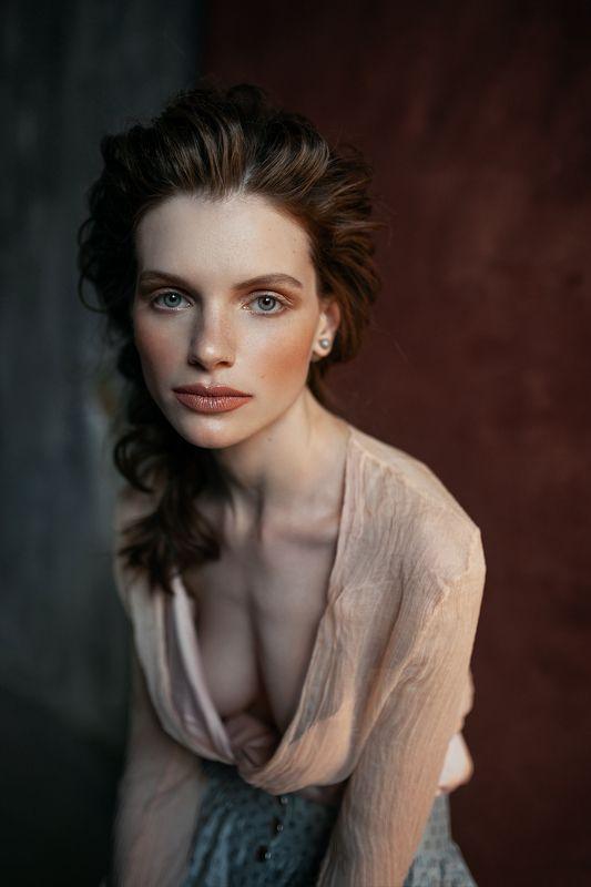 portrait art fashion model sony alpha studio photographer 35mm sigma colourful colours Vikaphoto preview