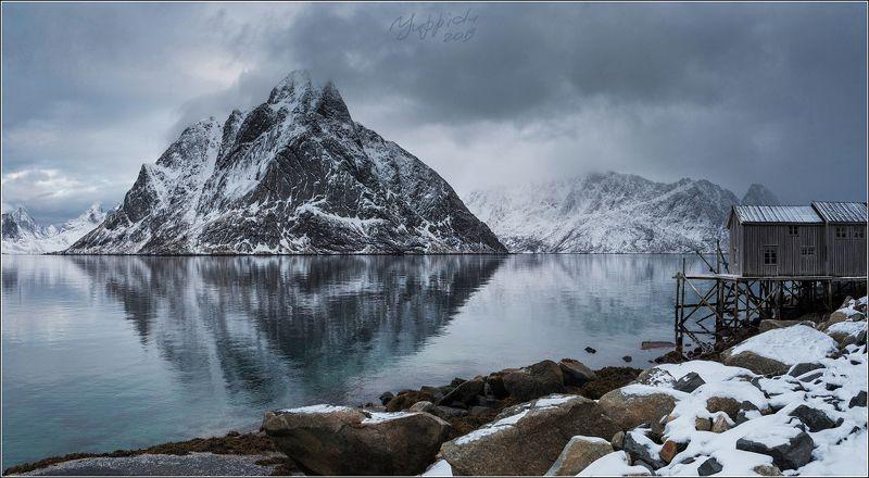 Олдстинден, Рейне, Норвегия Норвежский пейзаж с тревожным небомphoto preview
