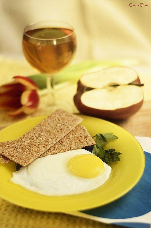 завтрак, яичница, яблоко, утро Завтрак желаете?photo preview