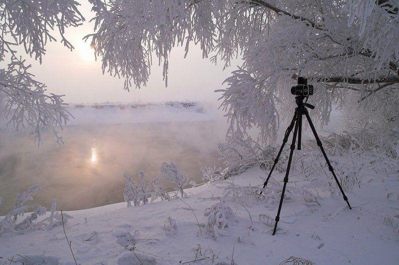 Зима – это время, когда ты ждешь лета, но в то же время безумно радуешься снегопаду, и тихонько напеваешь песню из рекламы кока-колы.photo preview