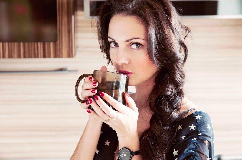 девушка, чай, коса, красивая, брюнетка, кухня, татаринов, часы Herbal teaphoto preview