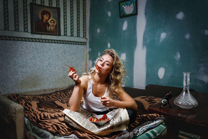 портрет, девушка, модель, картина, сюрреализм, раки, роскошь, нищета, трэш, model, интерьер, powerty, luxury In and outsidephoto preview