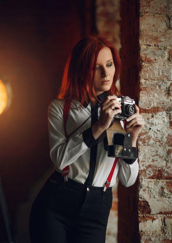 девушка, фотограф, фотография, винтаж, интерьер The photographerphoto preview