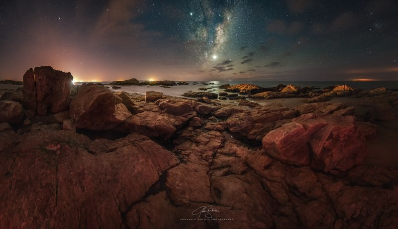 milky way stars rocks sea The light of Thorphoto preview