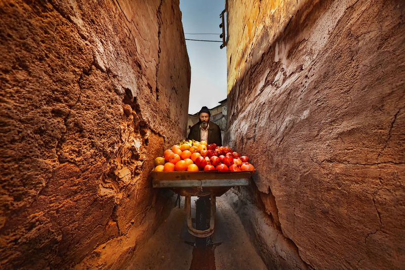 #street #alley #rezamoeinpour  #man  #color #fruit  #shiraz  #iran #job Alleyphoto preview