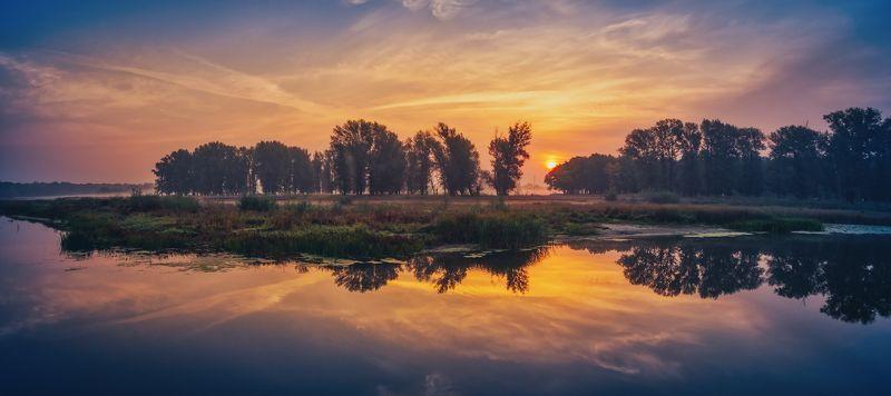 утро осень рассвет туман солнце вода река водоём отражения небо облака Россия деревья пейзаж природа путешествия Утро на Хопреphoto preview