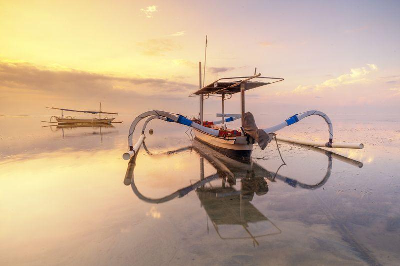 landscape,boat,sea,sunrise,beach waiting for sunrisephoto preview
