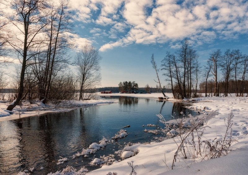 весна,март,воздух,река,небо,тучи,пейзаж Зима весне дорогу уступаетphoto preview